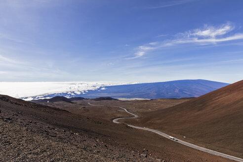 USA, Hawaii, Mauna Kea volcano, Mauna Kea Access Road to the summit of Mauna Kea - FOF10676