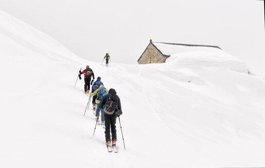 Georgia, Caucasus, Gudauri, people on a ski tour to Lomisi Monastery - ALRF01460