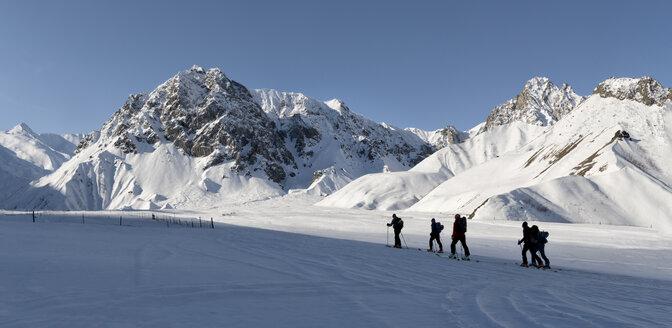 Georgia, Caucasus, Gudauri, people on a ski tour - ALRF01484