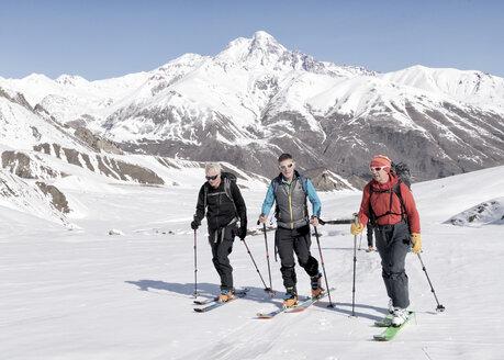 Georgia, Caucasus, Gudauri, people on a ski tour - ALRF01490