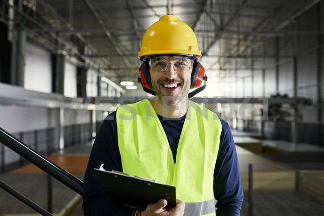 Portrait of happy worker in factory warehouse - ZEDF02252 - Zeljko Dangubic/Westend61