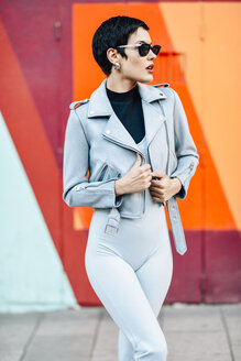 Fashionable young woman with colorful urban background - JSMF01015
