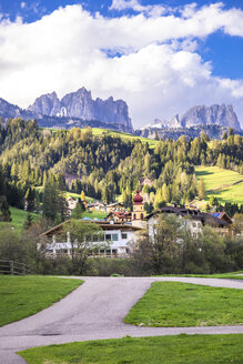 Italy, Trentino Alto Adige, Soraga, view of the village and Dolomites mountains - FLMF00179