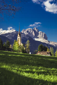 Italy, Trentino Alto Adige, Vigo di Fassa, view of the village and Dolomites mountains - FLMF00188