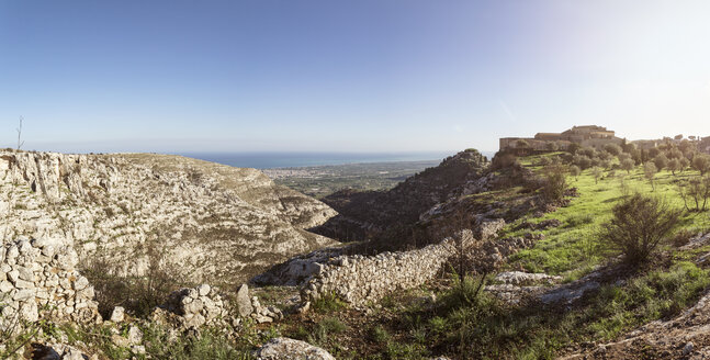 Italy, Sicily, Syracuse province, panoramic view over hotel  Eremo Madonna delle Grazie and landscape - MAMF00583