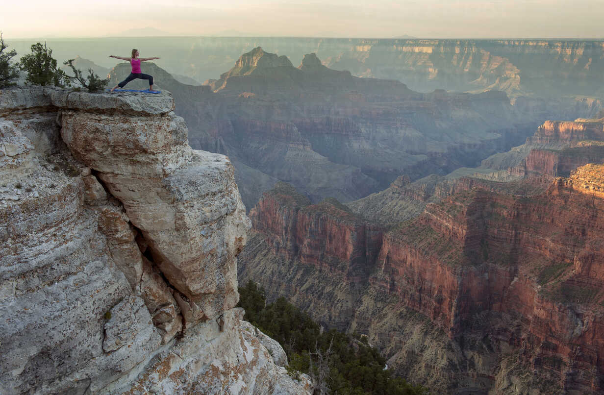 Caucasian woman practicing yoga on cliff near canyon - BLEF00165 - Pete Saloutos/Westend61