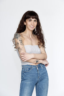 Portrait of tattooed young woman - FLLF00120
