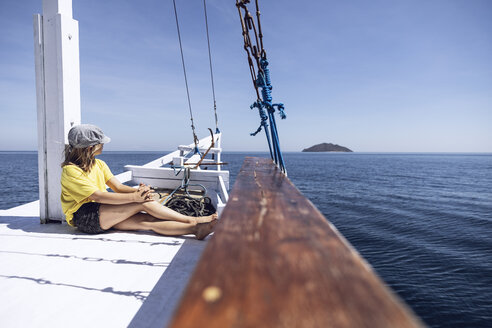 Indonesia, Komodo National Park, girl on a sailing boat - MCF00122