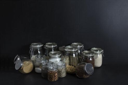 Lebensmittel in Gläsern, kein Plastik, No Waste, Studio - STBF00292