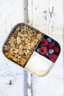 Box with granola, greek yogurt, blueberries and raspberries - LVF07991