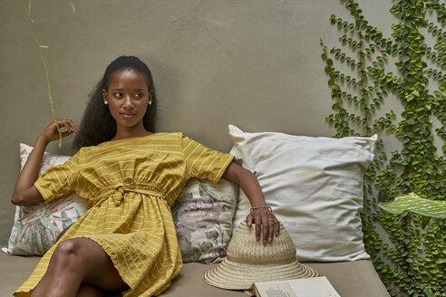 Woman relaxed on a sofa. Joli Guest house, Moçambique, Maputo - VEGF00105