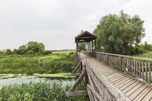 Brücke von Andau. Berühmt wurde sie, als nach der Niederschlagung des Ungarischen Volksaufstands hier zehntausende Menschen nach Österreich flüchteten. Seewinkel, Burgenland - AIF00675