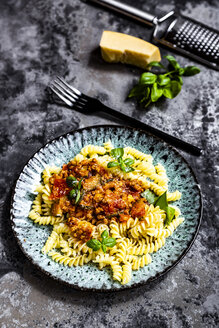 Spirelli with vegetarian bolognese, sunflower mince, zucchini, tomato, parmesan and basil - SARF04242
