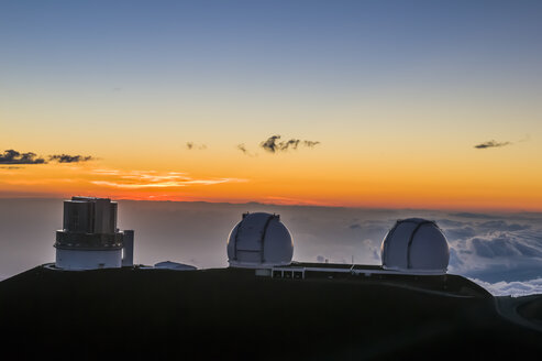 Observatory on Mauna Kea at sunset, Big Island, Hawaii - RUNF01943