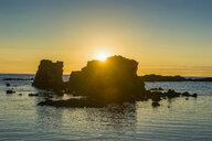 USA, Hawaii, Big Island, sunset over huge rocks at Kikaua Point Park - RUNF01946