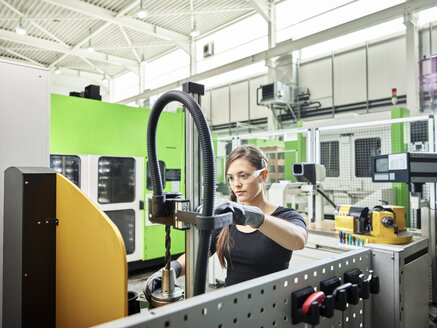 Young woman working on a machine - CVF01138
