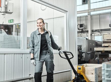 Industry, woman using pallet jack - CVF01177