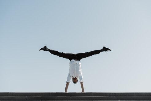 Barcelona, Spain. unusual, acrobat, surprise, concept... - AFVF02864