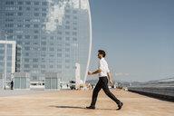 Barcelona, Spain. unusual, acrobat, surprise, concept... - AFVF02912
