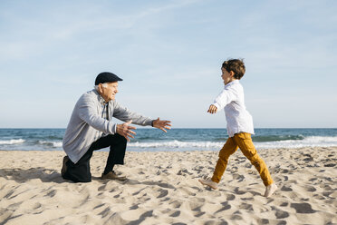 Grandfather playing with his grandson on the beach - JRFF03215