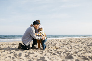 Grandfather hugging his grandchildren on the beach in spring - JRFF03224