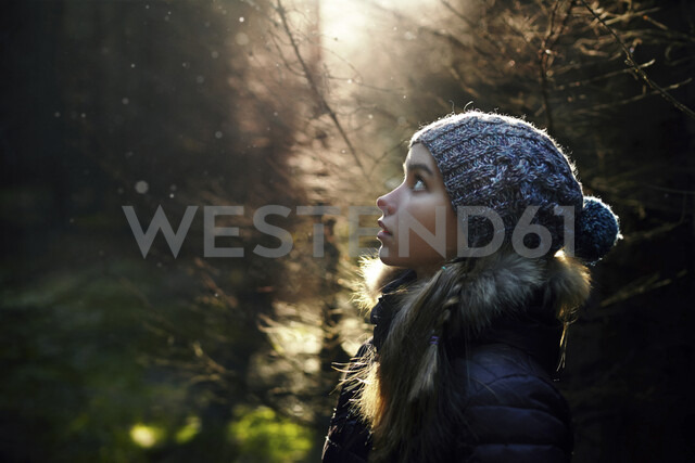 Profile of Caucasian teenage girl in forest - BLEF02962 - Vladimir Serov/Westend61