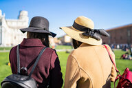 Friends sightseeing, Pisa, Toscana, Italy - CUF50636
