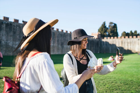 Friends taking selfie with ice cream cone, Pisa, Toscana, Italy - CUF50642