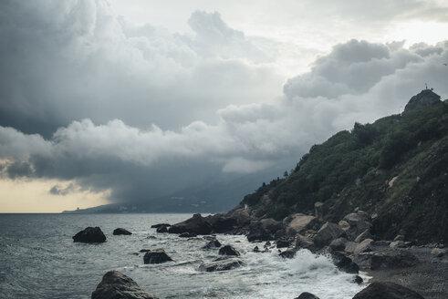Waves splashing on rocky beach - BLEF03176
