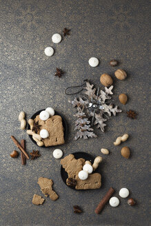 Christmas cookies and Christmas decoration on patterned ground - MYF02106