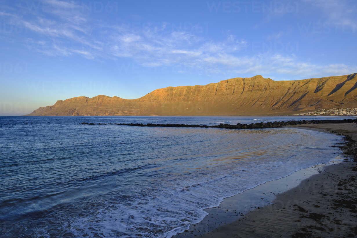 Spain, Canary Islands, Lanzarote, Caleta de Famara, Risco de Famara in the evening light - SIEF08631 - Martin Siepmann/Westend61