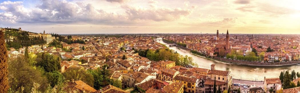 Italy, Verona, cityscape - PUF01431