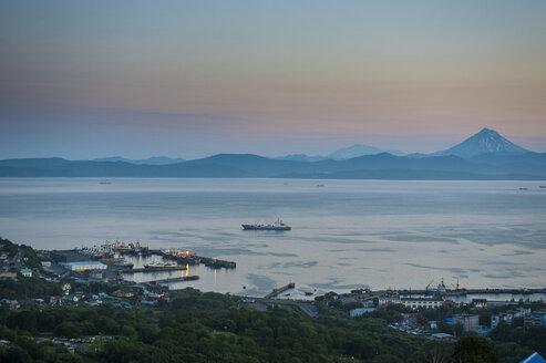 Russia, Kamchatka, Petropavlovsk-Kamchatsky, Avacha bay at sunset - RUNF01998
