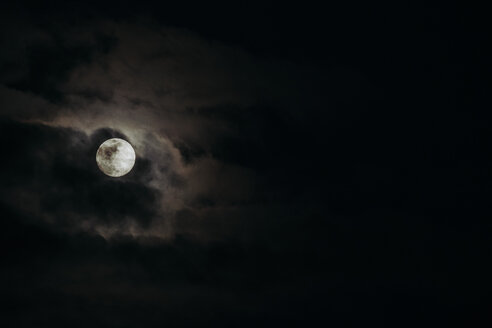 Full moon and dark clouds passing by - JCMF00056