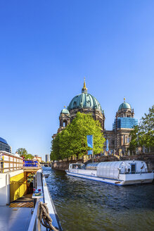 Germany, Berlin, Berlin Cathedral, ships on Spree - PU01448