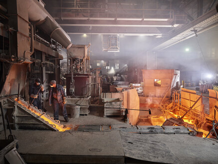 Industry, Workers controlling smelting process - CVF01231
