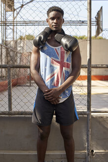 Portrait of confident boxer with his boxing gloves - VEGF00186