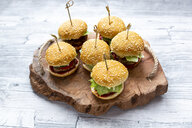 Mini-Burger with mincemeat, salad, cucumber and tomato on wooden tray - SARF04276