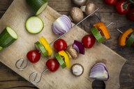 Preparation of vegetable skewers - LVF08028
