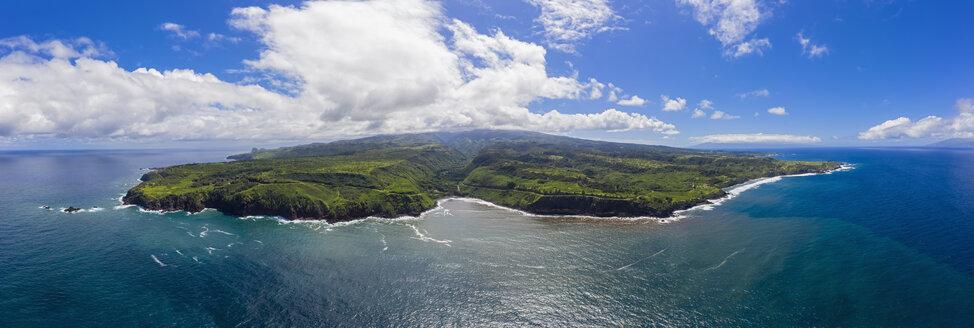 Aerial view over Pacific Ocean and West Maui Mountains, Honokohau Bay, Maui, Hawaii, USA - FOF10737