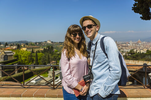 Young couple on a city trip in Florence, Tuscany, Italy - MGIF00428
