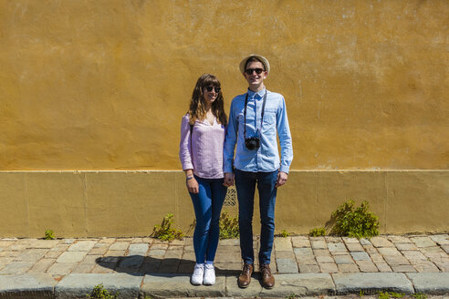 Young couple visiting Florence, Tuscany, Italy - MGIF00449