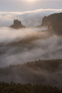 Germany, Saxony, Elbe Sandstone Mountains, view from Gleitmannshorn to sandstone rocks with fog at sunrise - RUEF02219