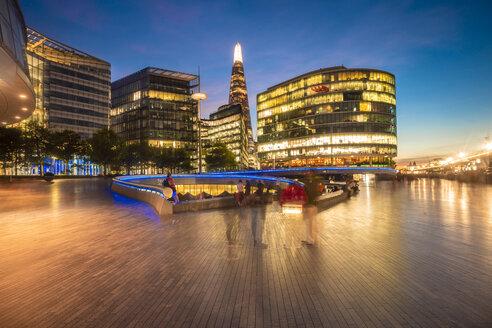 UK, London, modern office buildings at dusk - TAMF01437