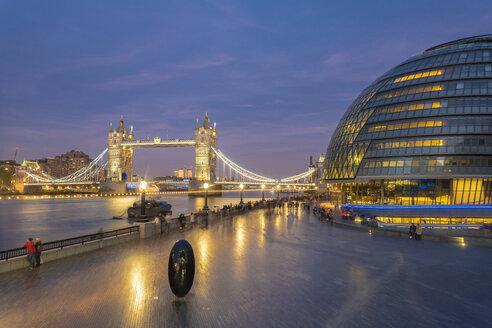 UK, London, illuminated Tower Bridge and city hall at night - TAMF01440