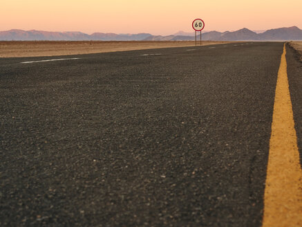 Empty road, Sossussvlei, Namibia - VEGF00247
