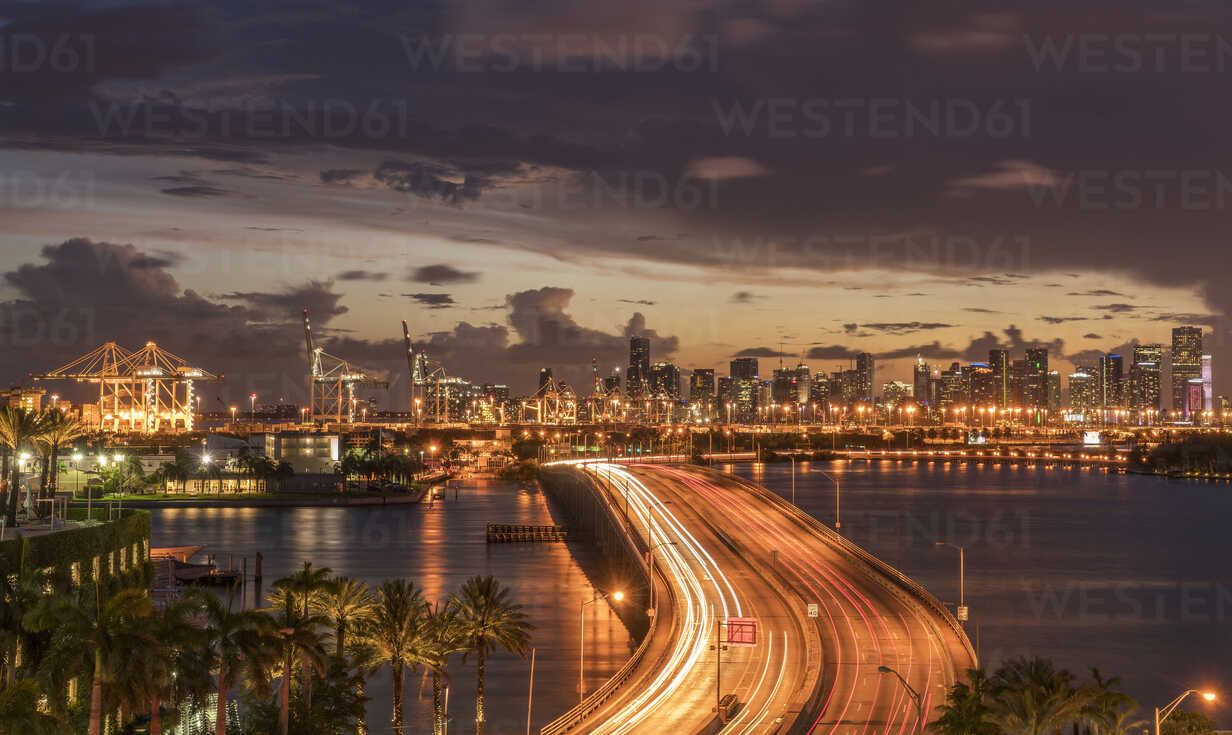 Bridge over water in Miami, Florida, United States - BLEF03740 - ac productions/Westend61