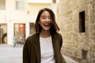 Italy, Florence, happy young woman in the city - FMOF00660