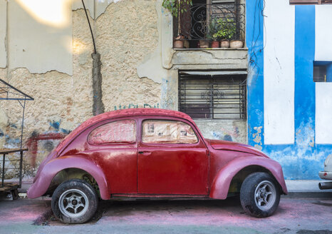 Parked red vintage car, Havana, Cuba - HSIF00600