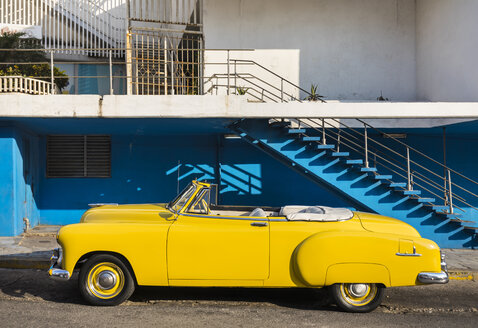 Parked yellow vintage car, Havana, Cuba - HSIF00612